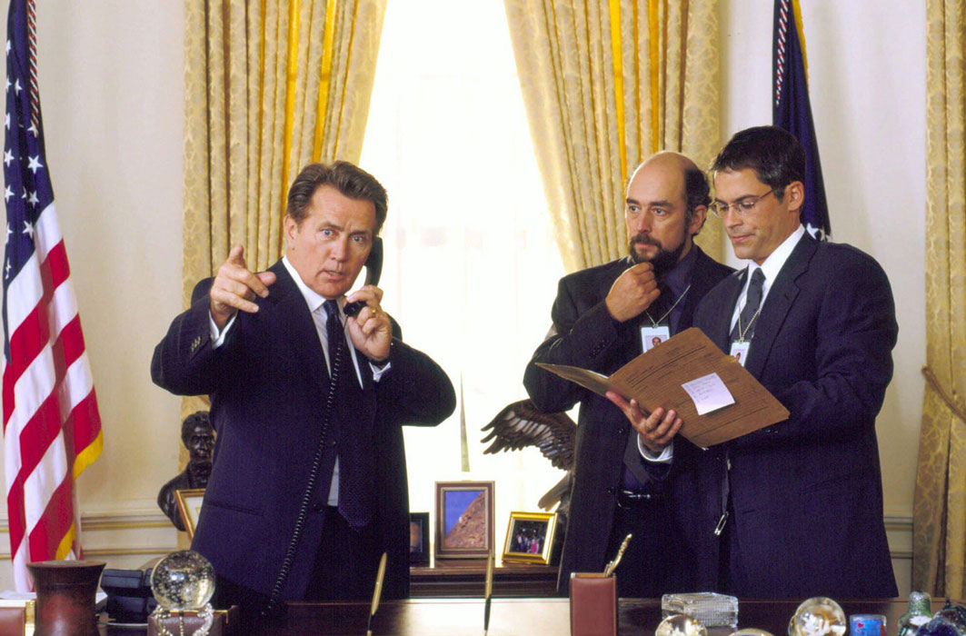Martin Sheep et des comédiens de la distribution de The West Wing.